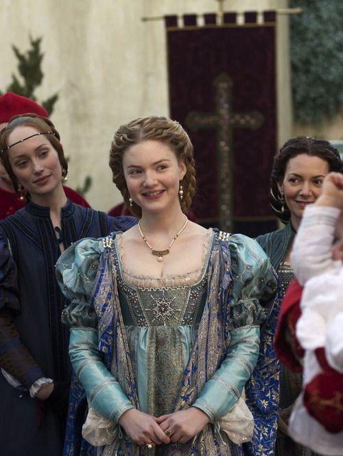 Holliday Grainger as Lucrezia Borgia as The Borgias (TV Series, 2012) - garden of delights