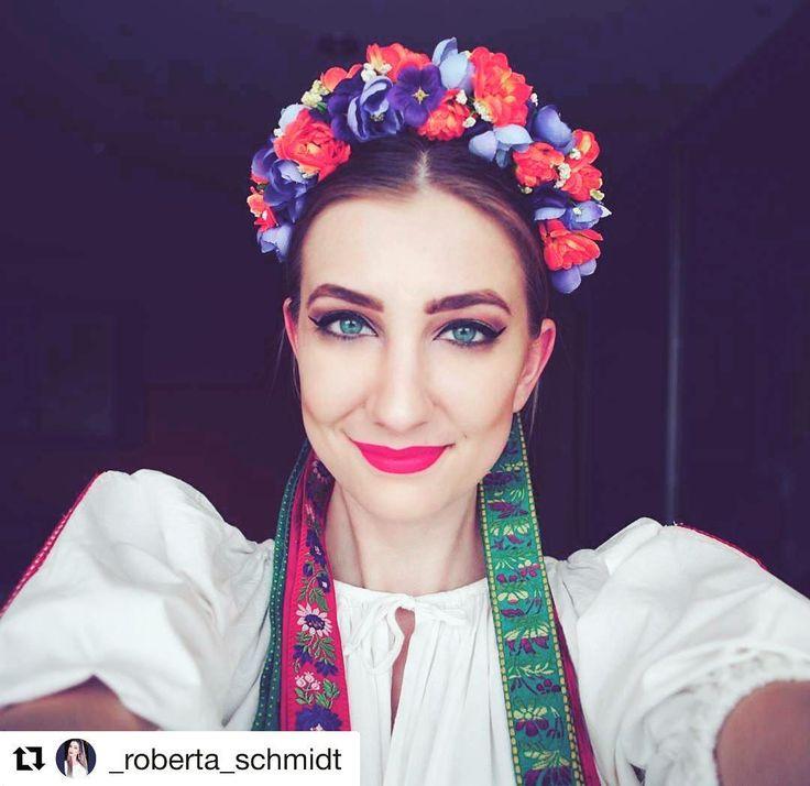 Jednoducho krásne #praveslovenske  @_roberta_schmidt   #slovensko #folklore #folklor #cifer #folk #slovakia #parta #folkdress #kroj #dress #ornaments #traditions #tradicie #traditional #folkart #folkstyle #girl #beauty