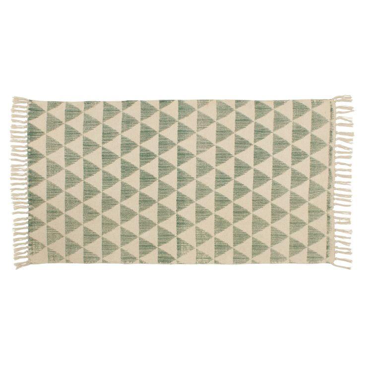 Handgemaakt vloerkleed groen met geometrisch patroon. Voorzien van een Care & Fair label. Slijtvast, ademend en makkelijk in onderhoud. 120x60 cm (lxb). #vloer #vloerkleed #kwantum