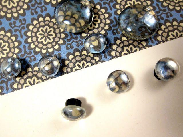 Functional and pretty ~ Madigan Made; magneetjes gemaakt van 'platte knikkers' (die je gebruikt als versiering voor in vaas/kaarsenglas).