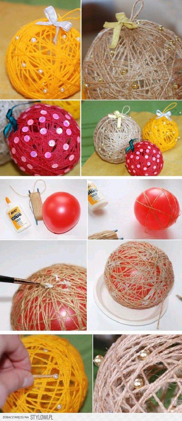 Kerstballen van wol. Houtlijm, mengen met water en bloem (1:1:1) hier de wol doorheen halen, daarna op de ballon plakken. 24 uur laten drogen, ballon doorprikken en klaar. Heb het zelf met de pasen gedaan met waterballonnetjes, worden ze echt eivormig van ;-)