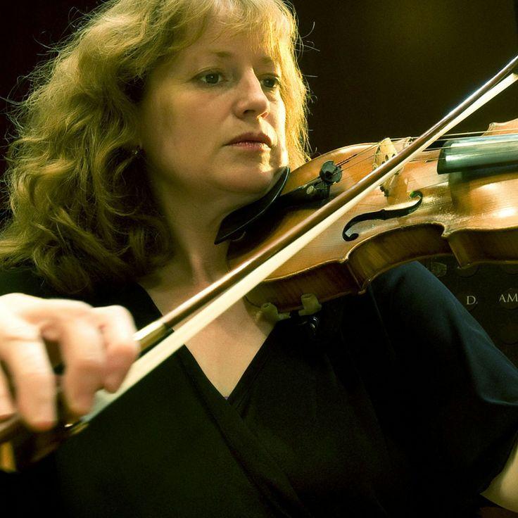 LISA GREEN  COMMISSARIO AGGIUNTO SEZ. ARCHI http://www.lisagreen.it/biografia.html