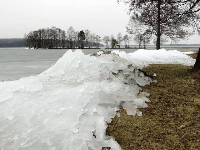 Näin huomattavat jääröykkiöt nousivat rannalle Lahdessa - katso videolta, kuinka luonto näyttää voimiaan - ESS.fi