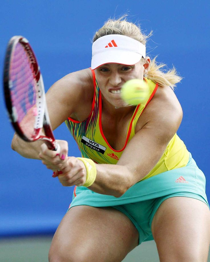 La-tenista-alemana-Angelique-Kerber-golpea-la-bola-contra-la-polaca-Urszula-Radwanska-durante-el-Abierto-Pan-Pacific-de-Tokio-Japon.jpg 1,280×1,599 pixels
