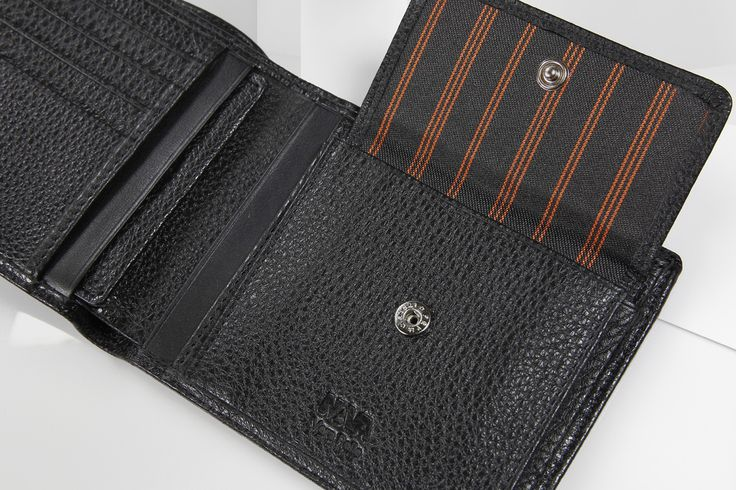 Portafoglio uomo Nava Design a solo 49 euro su http://selection.corriere.it/portafoglio.html