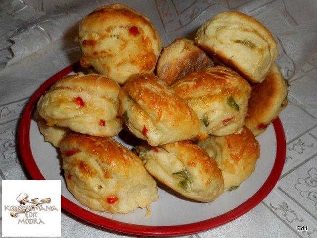 Egy finom Vendégváró sajtkrémes falatkák ebédre vagy vacsorára? Vendégváró sajtkrémes falatkák Receptek a Mindmegette.hu Recept gyűjteményében!