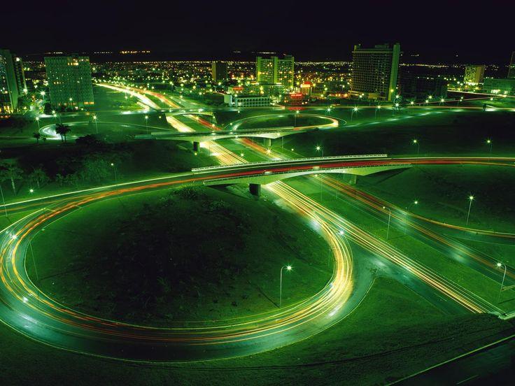 Una città illuminata da dalla tecnologia