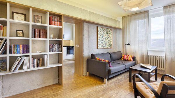 Otevřené propojení kuchyně s obývacím pokojem dodává bytu vzdušnost a volnost.