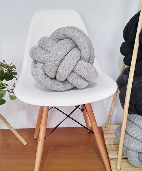3 coral atada en una silla 2 - 4 5