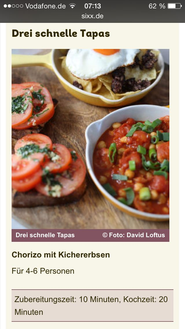 Drei schnelle Tapas  Chorizoeintopf mit Kichererbsen  - 1 EL Olivenöl - 8 Frühlingszwiebeln - 1 EL Rosmarin, fein gehackt - 1 TL süßer Paprika - 400g gekochte Kichererbsen aus der Dose (Abtropfgewicht 250g) - 2 EL Sherry-Essig - 2 Chorizo-Würste (zum Braten) - 1 x 400g Dose Kirschtomaten  1 EL Öl in einer großen Pfanne erhitzen. Hackt die Frühlingszwiebeln in feine Ringe und trennt die weißen von den grünen Teilen. Gebt die weißen Teile mit Rosmarin, Paprika und Kichererbsen in die Pfanne…