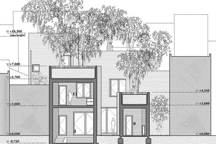 Здания имеют форму прямоугольников, что совсем не характерно для традиционной вьетнамской архитектуры. Они напоминают цветочные горшки, увеличенные в несколько раз. На крыше каждого из домов установлен контейнер с почвой глубиной 1,5 метра. Туда высажен особый сорт бенгальского фикуса – баньян (banyan), т. к. его воздушная корневая система не требует большого количества земли.