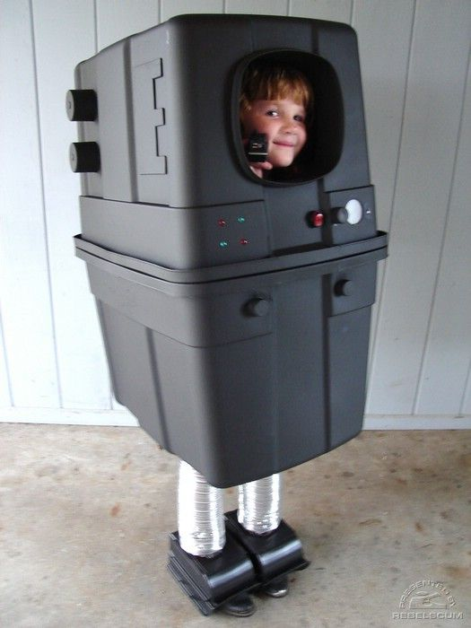 Great Gonk Droid Made Using Rubbermaid Tubs Geekin