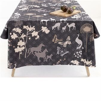 Happy Horses is a beautiful oilcloth with a unique and joyful pattern with galloping horses, designed by Susanne Schjerning. A cloth that makes you happy! Suits perfect on the garden table. Produced in Denmark.