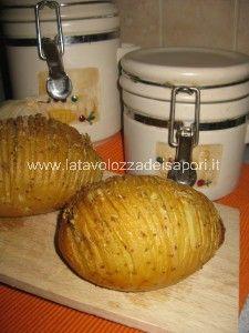Patate al Forno con Burro e Rosmarino  http://www.latavolozzadeisapori.it/ricette/patate-al-forno-con-burro-e-rosmarino