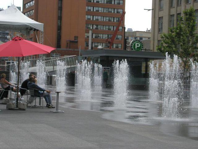 DEW Inc - International Water Feature Design Consultants - Dundas Square