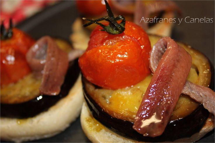 Montadito de tomates y berenjenas asados con anchoa