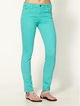 Love these turquoise skinny jeans! Perfect with sandals and a floaty white top.