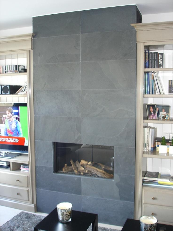El salon abierto a la cocina gira alrededor de una - Molduras para chimeneas ...