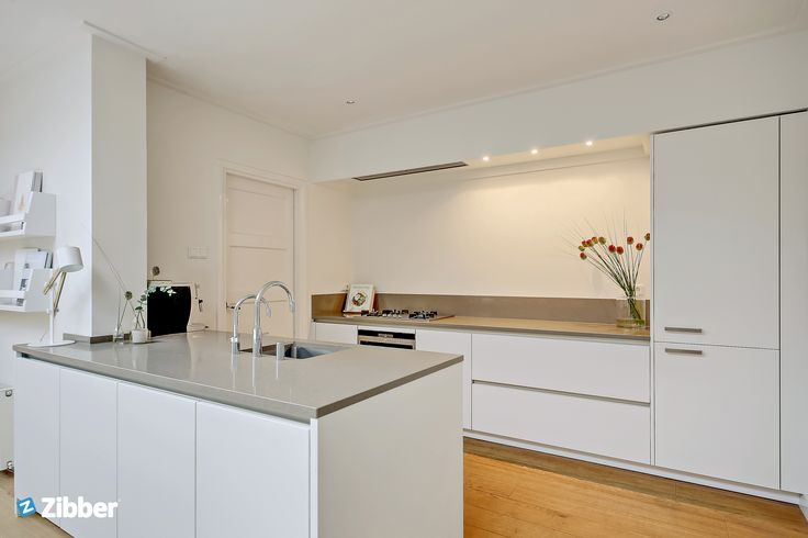 Clean and minimal kitchen with simple details l Zibber