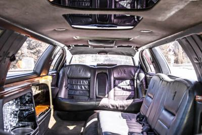 Leather Seats, Ice Buckets and a bumpin' sound system. Need we say more?  #banff #limo #limousine #wedding #party #tour