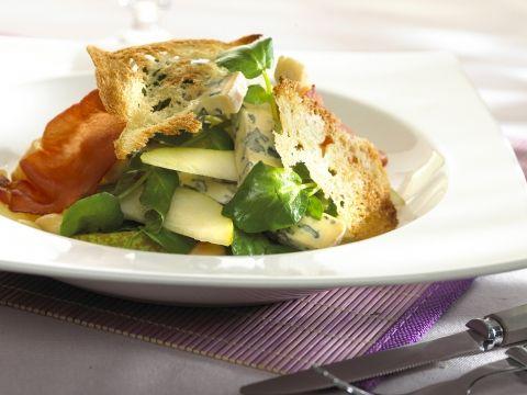 Salade met gebakken peer, witloof en kalkoenfilet - Libelle Lekker