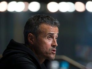 "Luis Enrique ""will congratulate"" Real Madrid if they win title"