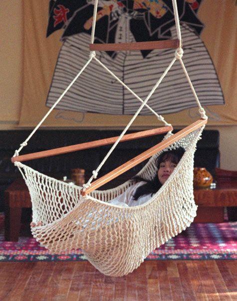 Rosa hangstoel XL. Maranon is de hangstoelen specialist. Bekijk en probeer de Maranon hangstoelen collectie in de hangmatten winkel in Amsterdam
