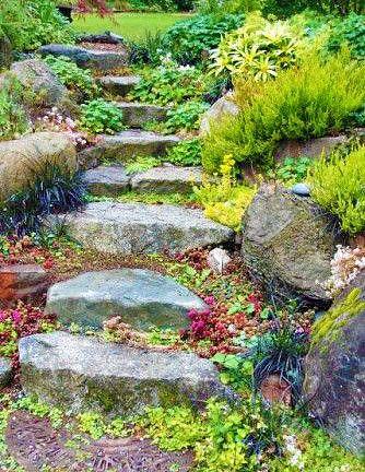 Ступеньки из камня на дачном участке