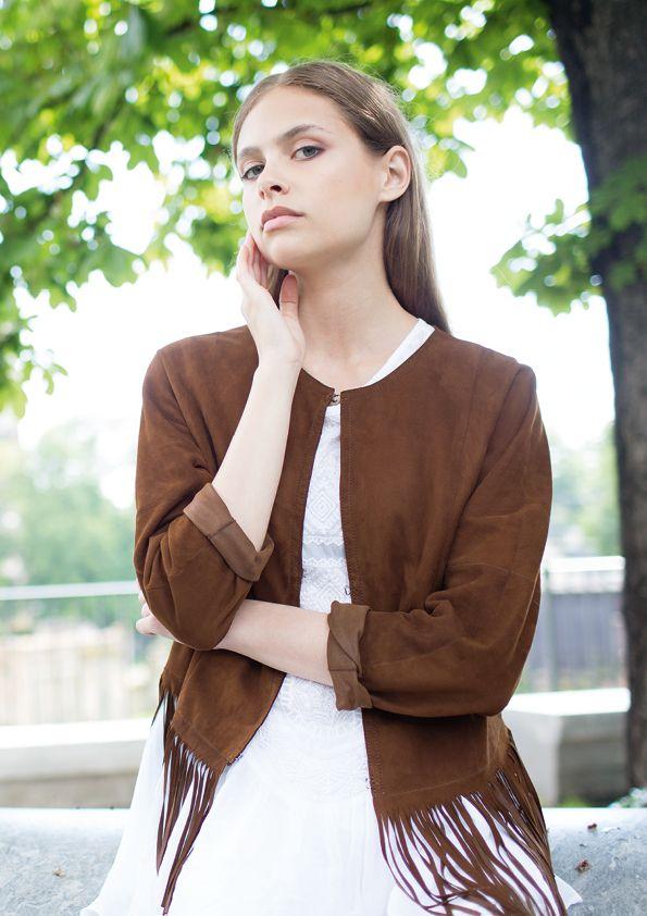 @sladky_furs Inspiriert vom Festival Flair ist diese futterlose Lederjacke aus blauem Ziegenvelours leicht und lässig #Spring #leather #leatherjacket #leathers #leathervest #springfashions #springfashion2017 #lederjacke #lederweste #ledermode #style #fashion #luxury #moda #girl #modafeminina #mode #model #women #womensfashion #luxurious #lifestyle #beauty #glamour #sexy #luxus #lady #spring #instalike #instafashionista #instafashion