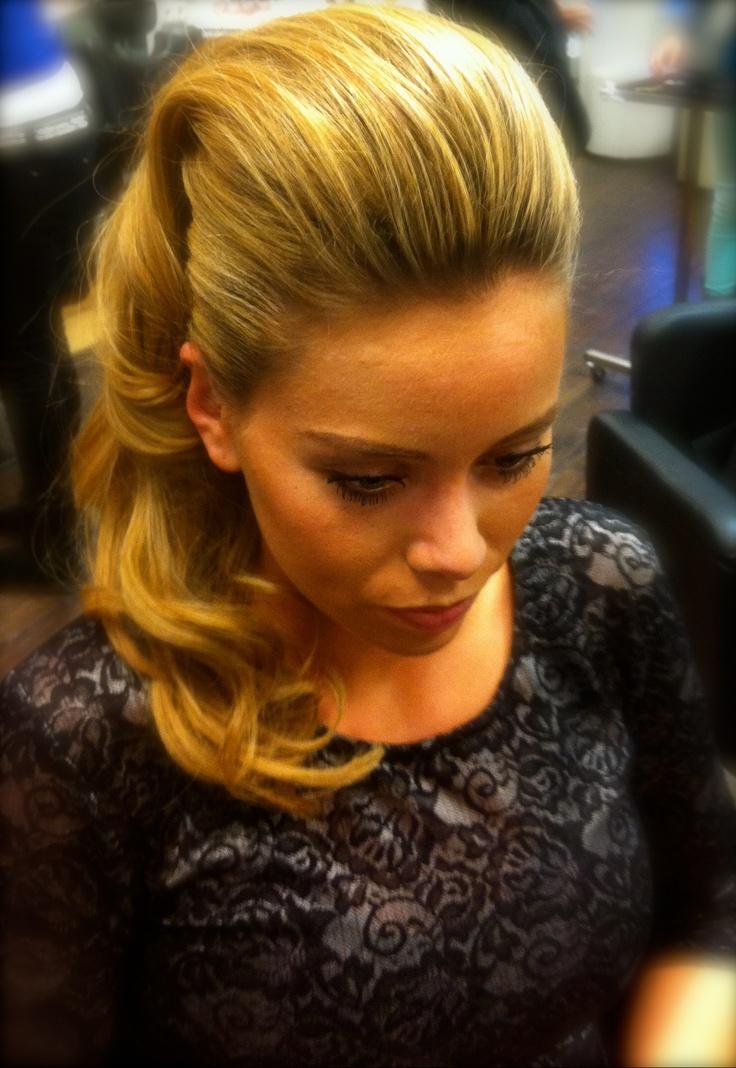 Classic basic half opgestoken lang haar. Stylist :Danilla Tendenzkappers