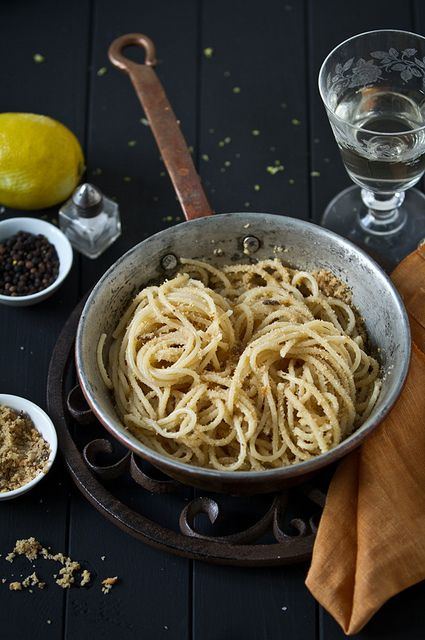 Un classico della tradizione siciliana, la pasta con la mollica!