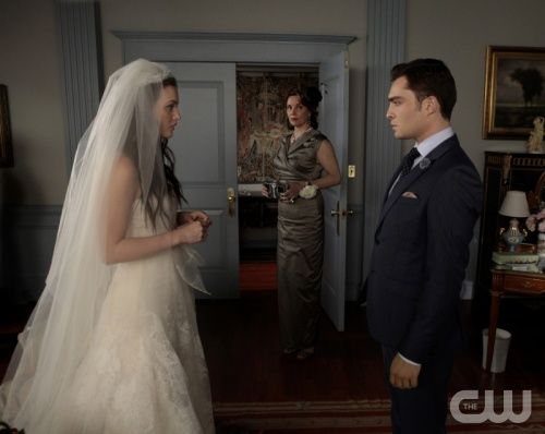"""""""G.G."""" - Leighton Meester as Blair Waldorf, Margaret Colin as Eleanor and Ed Westwick as Chuck Bass in GOSSIP GIRL on The CW.  Photo: Giovanni Rufino/The CW©2011 The CW Network, LLC. All Rights Reserved."""