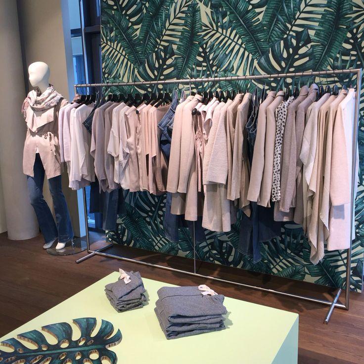 Gränicher Sursee im neuen Frühlings Outfit.  Exklusiv und atemberaubend schöner Laden.  Wunderbare Kleider Kollektionen für Frauen.