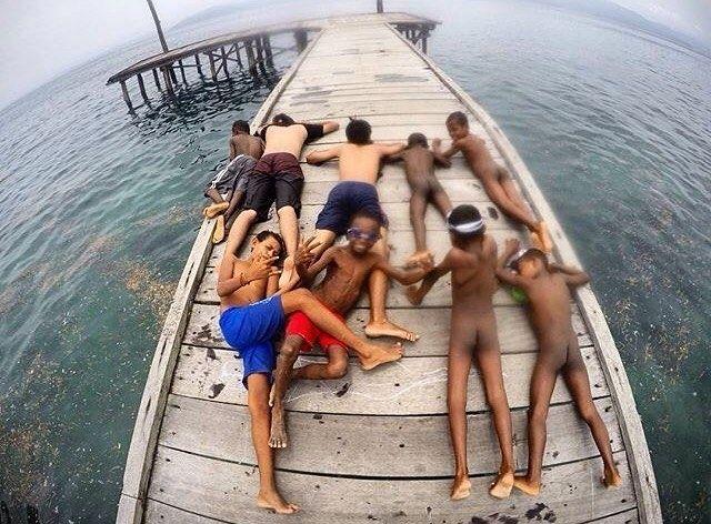 Nih penyemangat buat yang #pengenkerajaampat     diambil sama #papuaphotographer : @yurizandi.napat    kesini asyiknya rame rame... ayo mention temen/saudara/sahabat/pasangan yang juga #pengenkepapua   #rajaampat #rajaampatisland #rajaampattrip #indonesiaphotographers #rajaampatislands #pengentraveling #pengenkelilingindonesia #pengenkelilingdunia  #explorerajaampat