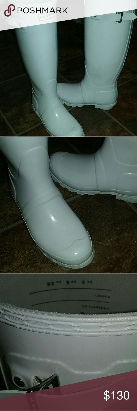 HUNTER Original Gloss White Rain Boots 5 GORGEOUS boots! Like new condition,  worn once, will come with box. Gloss finish! Really beautiful! No flaws to mention! Size 5 Women, fits a 5 to a 6! Hunter Boots Shoes Winter & Rain Boots