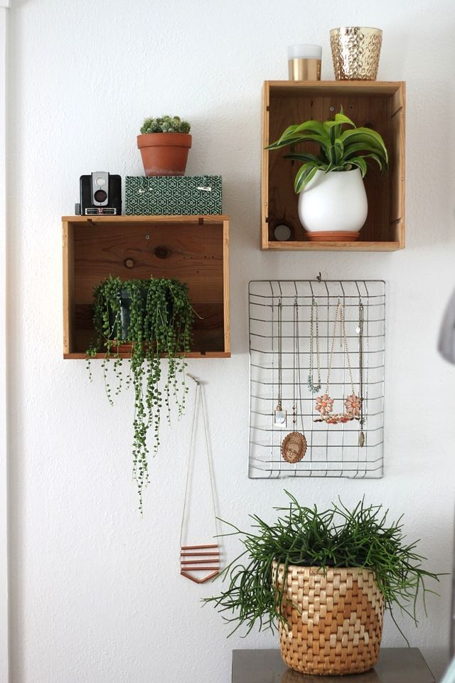 A great DIY idea for eye-catching storage: wooden crates as shelves and a vintage wire rack for jewelry.