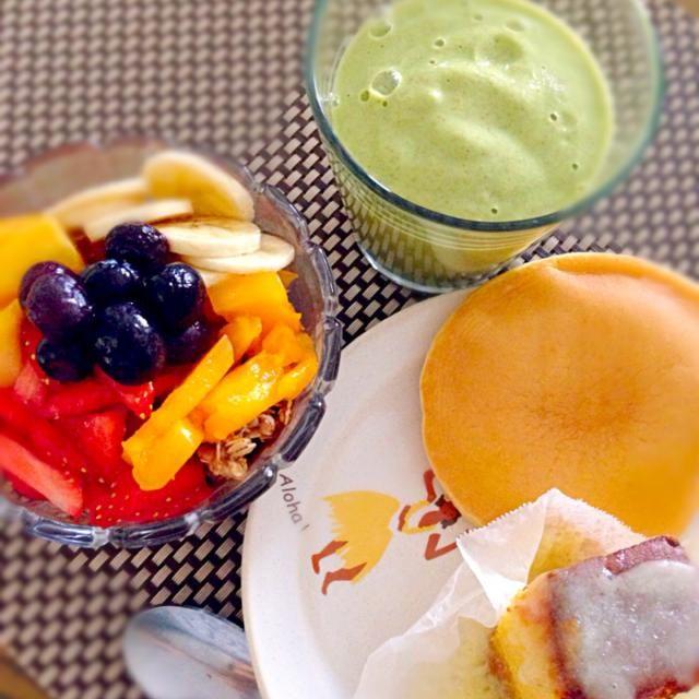 MILA とフルーツタップリアサイボール…スムージーはほうれん草、マンゴー、パパイヤ、バナナ、レモン、ナッツミルク& MILA…‼︎ カステラは長崎スイーツで人気のチーズカステラ♡甘じょっぱさが美味しい‼︎ のんびり、土曜日の朝幸せTime(o^^o) - 13件のもぐもぐ - MILA入ハワイアンマナボール&グリーンスムージー…チーズカステラ by Atsuko Takahashi