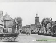 Gezicht in de Kniphoek met afbraak muur en schuren, thans Jodenkerkplein.  Dateringca.1950.