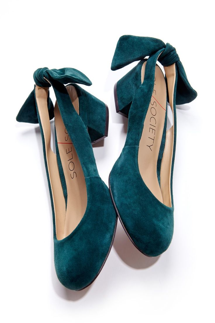 Love the style! Love the colour! Love the finish - all round perfect! Block heels and bows, the perfect combination.