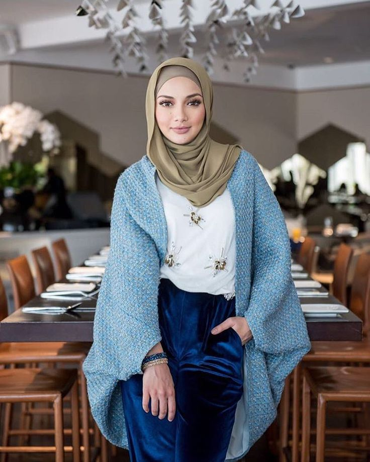 "604 Likes, 8 Comments - Hijab Fashion (@nebemagazine) on Instagram: ""@neelofa #hijabstylebook"""