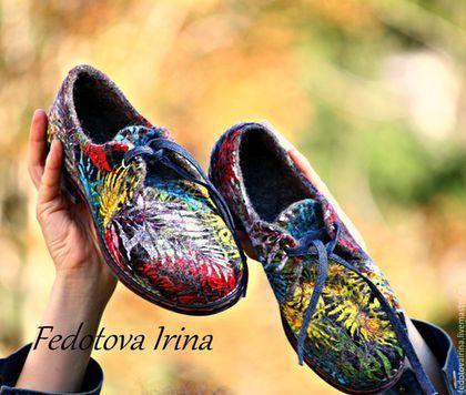Купить или заказать Туфли валяные 'Лист папоротника'. в интернет-магазине на Ярмарке Мастеров. Комфортные,красивые и стильные туфли. Сваляны вручную из неокрашенной шерсти тирольской породы овец. Внешняя поверхность туфель декорирована хлопковой тканью. Завязываются на джинсовый шнурок. Туфли надежно посажены на легкую и прочную подошву ТЭП, проклеены и прошиты. Комфортные и дышащие)носить на босу ногу-полезно для здоровья. Идеально подходят,и под брюки и под юбку.