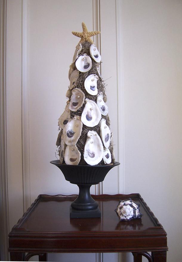 Christmas tree in Florida...decorated with spanish moss, oysters and pearls, with a starfish on top. What a hoot.