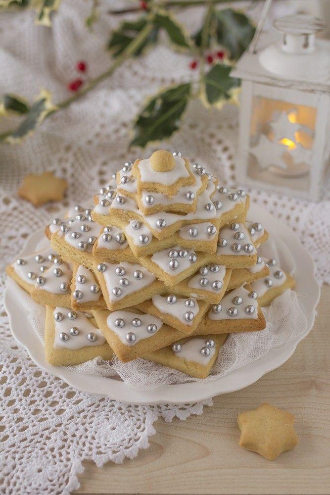 Albero Di Natale Di Biscotti.Albero Di Natale Di Biscotti Fatto In Casa Da Benedetta Rossi Ricetta Biscotti Fatti In Casa Biscotti Alberi Di Natale