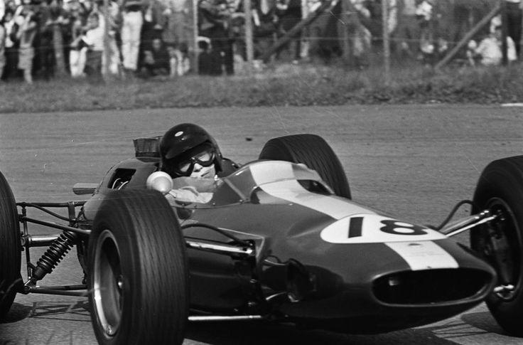 "James ""Jim"" Clark (GBR) (Team Lotus), Lotus 25 - Climax FWMV 1.5 V8 (finished 1st)  1964 Dutch Grand Prix, Circuit Zandvoort"