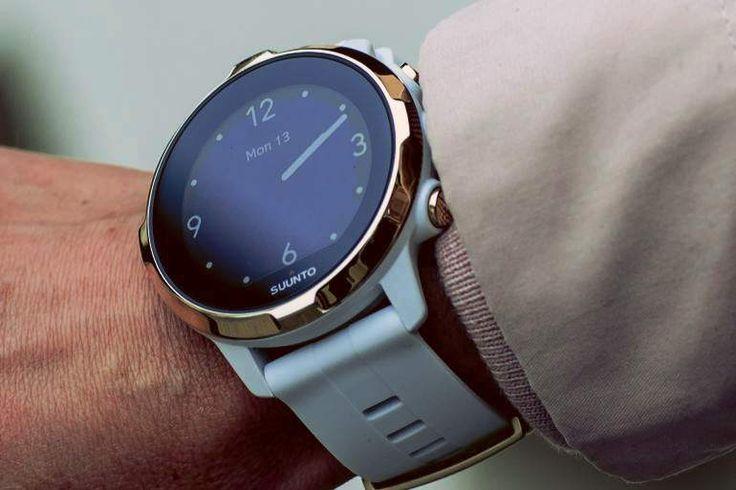 Špičkové GPS sportovní hodinky s měřením tepu. Suunto Spartan Sport WRIST HR jsou vybavené orientačním měřením tepu na zápěstí, kombinuje bílou, zlatou a černou (displej) barvu. Jedná se o výrazný módní doplněk vhodný (nejen) pro ženy. Čistá bílá ladí s hladkými liniemi lunety a jednoduchých linií hodinek Suunto. Podle našich zjištění mezi zákazníky, je zvláštní design hodinek Suunto Spartan druhým hlavním důvodem volby této značky. O to více to platí u tohoto modelu.