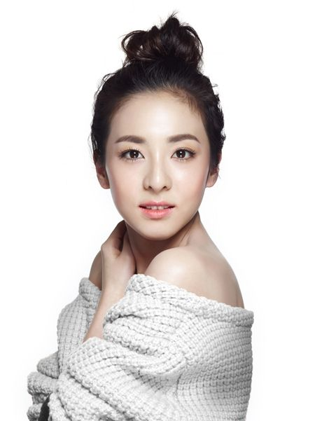2NE1′s Dara proves she is an age-defying beauty in her new 'Clio' ad