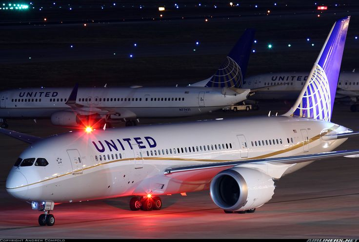 United - Boeing 787-800 Dreamliner.