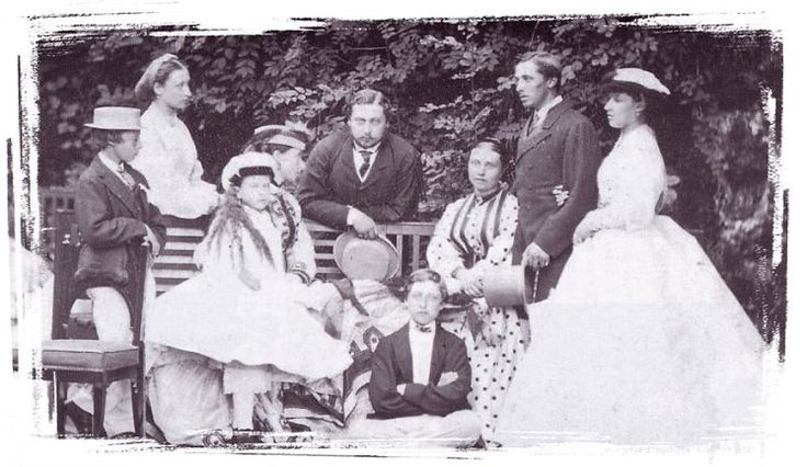 Leopold, Louise, Alice (sitting) holding Beatrice, Bertie, Arthur, Vicky, Affie, Helena