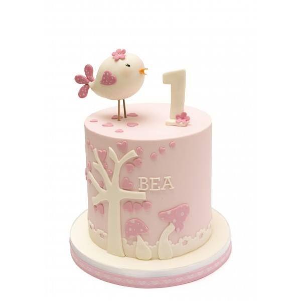 No sabemos si Bea recordará su primer cumpleaños, pero sí sabemos que esta tarta le ha hecho mucha ilusión http://dulcesilusiones.es/nuestras-tiendas/tienda-valdemoro/