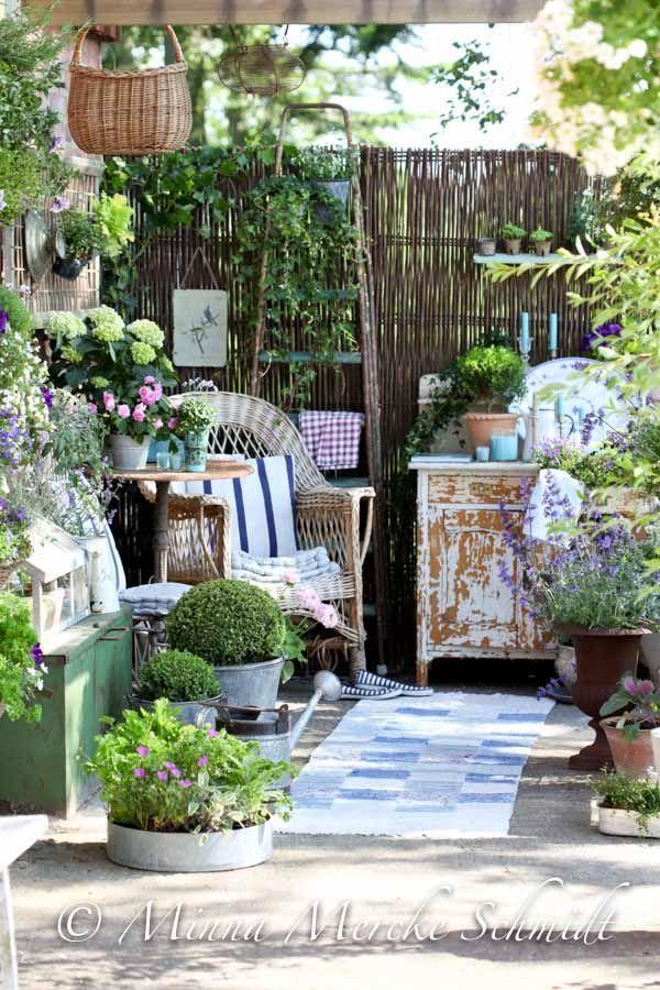 blomsterverkstad | Livet med trädgård, uterum och växter. Jag behöver vara mindre rädd för missmatchande krukor!